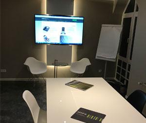 AVS stellt Kunden und Mitarbeitern neuen Demo- & Schulungsraum zur Verfügung